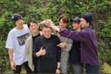 Para personel EXO melepas Suho untuk wajib militer