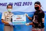 Warga terdampak COVID-19 di Wangon Banyumas dapat bantuan ikan segar
