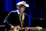 Andrea Bocelli, Bob Dylan, Diana Ross batal manggung di Hollywood Bowl