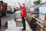 Ganjar Pranowo atur lalu lintas saat terjebak macet di Pantura