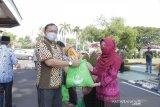 PLTU Baturaja salurkan 700 paket sembako ke warga terdampak pandemi COVID-19
