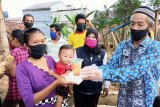 Ketua LKKS Lampung bagikan nasi kotak untuk masyarakat terdampak COVID-19