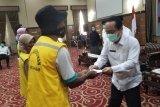 Baznas Mataram menyalurkan santunan kepada 1.245 petugas kebersihan