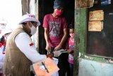 Sandiaga Uno salurkan bantuan sembako untuk pengrajin tempe di Tebet