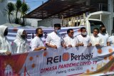 REI Sumbar salurkan 200 paket bahan pokok melalui Pemkot Padang