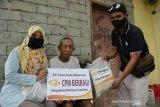Lansia di Kota Palu terima bantuan pangan dari PT CPM