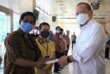 Ketua DPD LaNyalla  Mattaliti beri THR kepada 947 pegawai