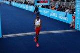 Pelari Agus Prayogo lelang sepatu saat digunakan cetak rekor atletik