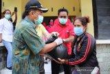 Kota Kupang salurkan bantuan beras untuk ribuan warga terdampak COVID-19