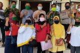 Ratusan disabilitas dan lansia di Poto Tano terima Bansos Pariri Pemda Sumbawa Barat