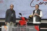 Lelang di konser Bimbo, sepeda motor listrik bertanda tangan Jokowi laku Rp2.5 miliar
