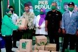 Anggota FPKB DPR RI serahkan bantuan  sembako dan APD di Banyumas