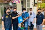 Ketua MPR Bamsoet berikan paket sembako kepada jurnalis