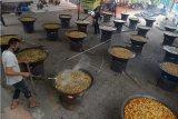 Warga memasak Kuah Beulangong, sejenis makanan berkuah dengan bahan utama daging sapi atau kambing yang diolah dengan bumbu di Desa Ateuk Muenjeng, Kecamatan Baiturrahman, Banda Aceh, Aceh, Sabtu (16/5/2020). Memasak Kuah Beulangong yang dipersiapkan untuk sajian atau makanan itu merupakan tradisi masyarakat Aceh dalam rangka memeriahkan Nuzulul Quran di bulan Ramadhan. ANTARA FOTO/Ampelsa/wsj.