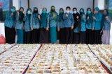 Pemkab Gowa bagikan 1.500 nasi kotak dan vitamin pada hari terakhir PSBB