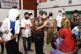 Ketua MPR Bansoet beri bantuan kepada keluarga TNI-Polri