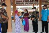 Seorang warga Panjatan di Kulon Progo mengembalikan BST