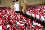Bulog serahkan 5.000 paket sembako bantuan Presiden kepada Pemkot Kupang