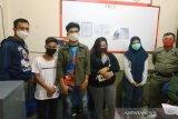 Berduaan di barak, dua pasang pemuda di Kapuas diamankan Satpol PP