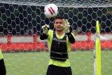 Sebagian pemain Bhayangkara mulai berlatih di Stadion PTIK Jakarta