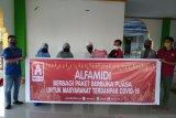 Alfamidi berbagi paket buka puasa warga Manado terdampak COVID-19