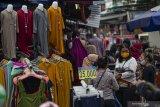Warga Jakarta tetap padati Pasar Tanah Abang meski PSBB