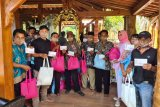 Politikus Gerindra bagi THR  dan bingkisan Lebaran dari rumah ke rumah