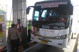 Petugas tol Kayuagung paksa bus asal Medan putar balik