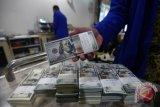 Dolar tergelincir setelah Fed pupus harapan pangkas pembelian obligasi