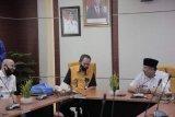 Pegadaian serahkan 100 paket sembako kepada Pemkot Solok
