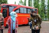 BNI serahkan satu bus ramah lingkungan kepada Unhas