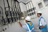 Petugas PLN kembali catat meter ke rumah pelanggan