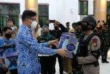 Relawan dan petugas PSBB Gowa dapat paket lebaran dari pemkab