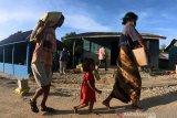 Polres Solok Selatan beri bantuan sembako masyarakat Suku Anak Dalam
