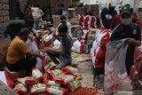Simalakama isi bantuan sosial untuk masyarakat miskin selama wabah corona