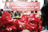 Anggota DPR Bambang Suryadi bagikan 4.000 paket sembako dan 2.000 sarung
