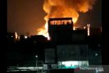 Kebakaran menjalar cepat ke permukiman padat penduduk di Gang Venus Tambora Jakarta Barat