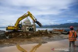 Pembangunan tanggul laut depan Masjid Terapung