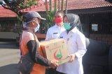 Pemkab bagikan sembako bagi pedagang pasar di Purbalingga