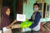 Ikatan Alumni Alkahfi FKM Unand bersama pengurus Alkahfi bagikan paket sembako ditengah pandemi COVID-19