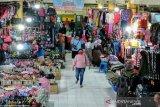 Pedagang pakaian Pasar Argosari Gunung Kidul mengeluhkan sepi pembeli