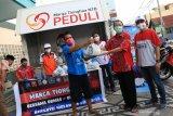 Warga Ampenan terdampak pandemi COVID-19 terima bantuan Marga Tionghoa