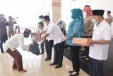 Petugas kebersihan Kabupaten Banyuasin terima THR