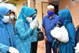 PKK Sulsel bagikan bantuan pangan kepada warga terdampak COVID-19