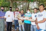 Nelayan yang tak bisa melaut akibat cuaca buruk dapat bantuan sembako dari Wawako Pariaman