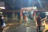 Kebakaran rumah di Pondok Bambu dini hari berhasil dipadamkan