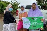 FK Unhas  Makassar dan IZI salurkan bantuan untuk warga Gowa