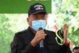 Gubernur  bagikan 3.109 paket bahan pokok di lima pulau