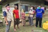 LRSLU Minaula Kendari mengunjungi nenek Fatimah Lansia di Konawe Selatan