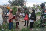 TNI gelar bhakti sosial bantu warga terdampak COVID-19